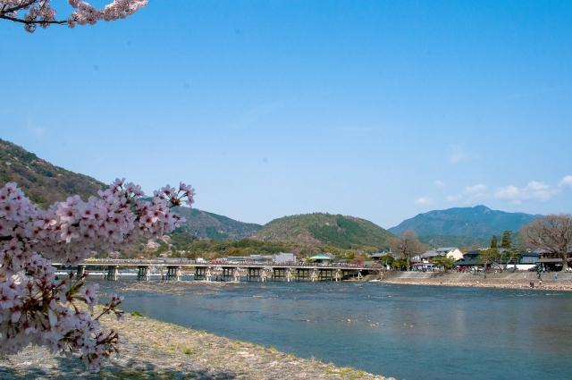 春の渡月橋