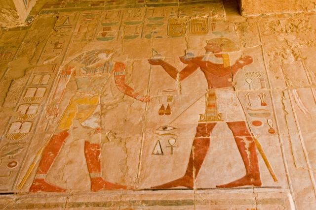 ピラミッドの壁画